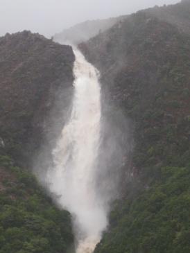 An impromptu waterfall!