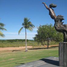 Memorial to women's contribution to the pearling industry