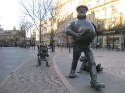 Dundee statues